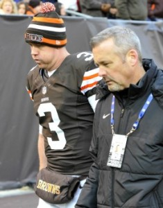 Weeden walks off the field with trainers after sustaining a concussion in the closing minutes of Cleveland&#039;s 20-14 win over the Steelers.